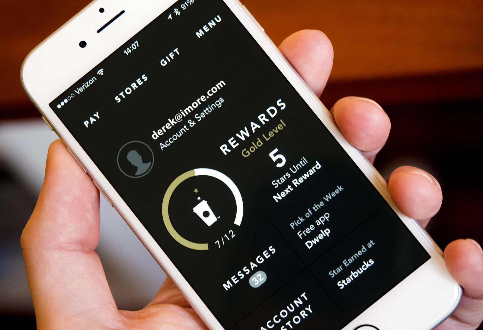 Using mobile app loyalty programs to strengthen customer relationship